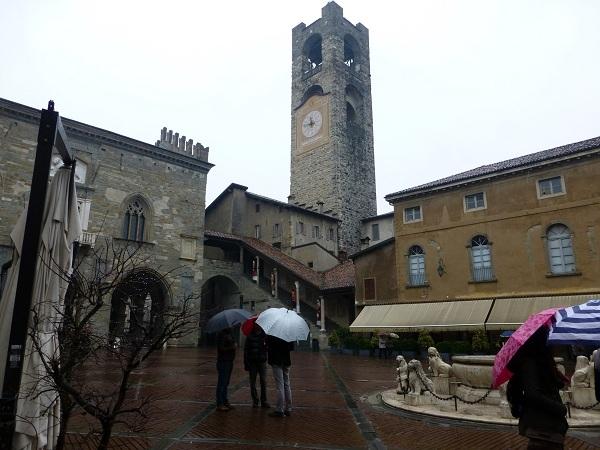 Piaza Vecchia y Torre Cívica en Bérgamo
