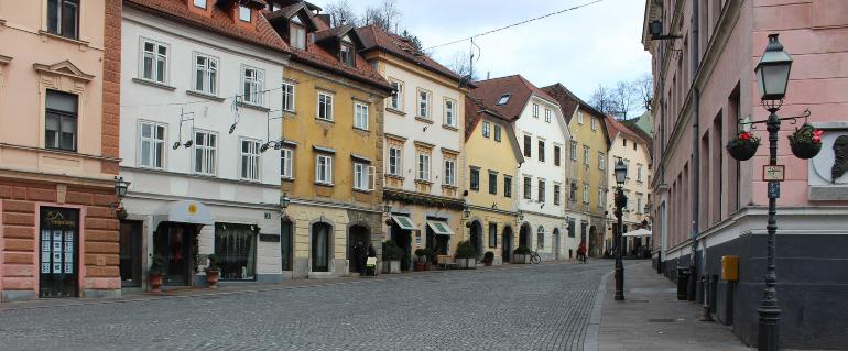 edificios de colores del casco antiguo de ljublajana