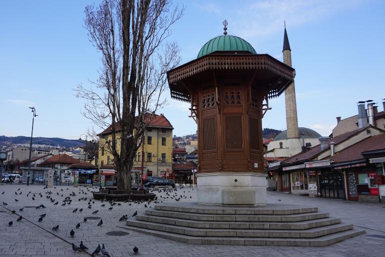 Sebilj en la plaza Baščaršija