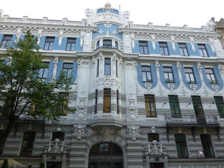 fachada azul de Elizabetes iela, 10b