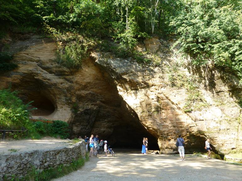 Cueva Gutmana en el parque nacional de gauja