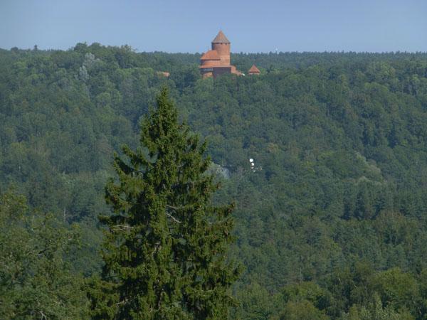 Castillo de Turaida visto desde el Castillo Medieval de Sigulda