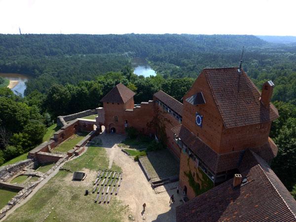 Vistas del interior del Castillo de Turaida desde la torre