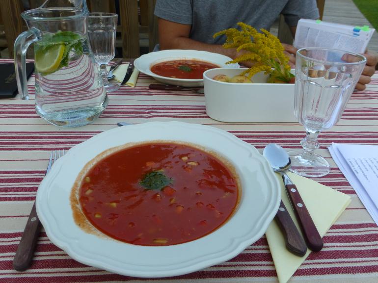 Sopa fría de tomate con pesto