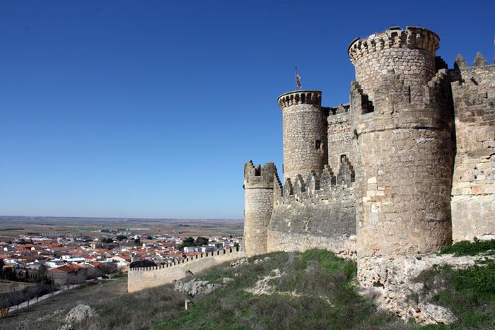 castillo medieval de belmonte en el cerro de san cristobal