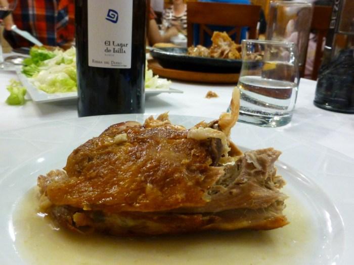 lechazo-al-horno-en-el-asador-el-lagar-de-isilla-de-aranda-de-duero-dirante-las-jornadas-gastronomicas-del-lechazo