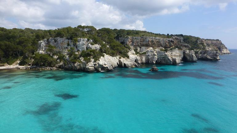 Aguas azul turquesa en Menorca