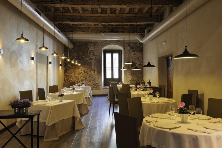 mesas montadas del Restaurante del Palacio Carvajal Girón