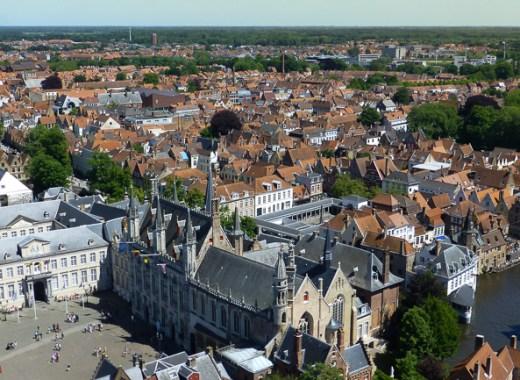 Panorámica del centro histórico de Brujas y de la Grote Markt