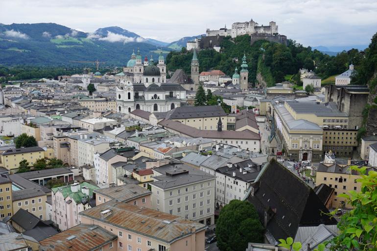 Vista de Salzburgo y la fortaleza al fondo