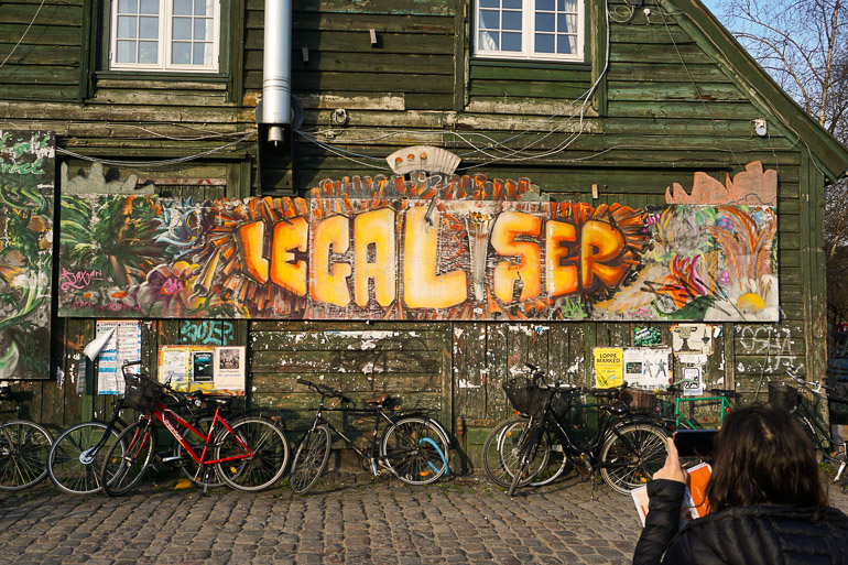 Mural que reivindica la legalización de la marihuana