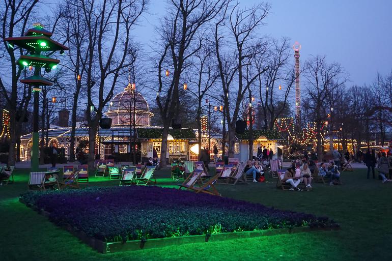 Iluminación nocturna de los Jardines de Tivoli