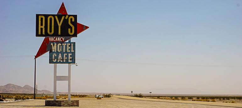 Clásico cartel de motel de la Ruta 66