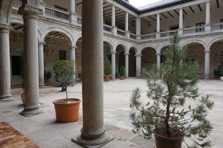 Interior del castillo de las navas del marqués