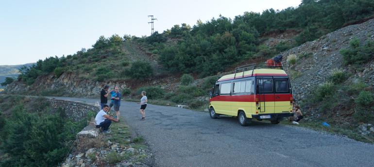 Minibus de Shköder al lago Koman