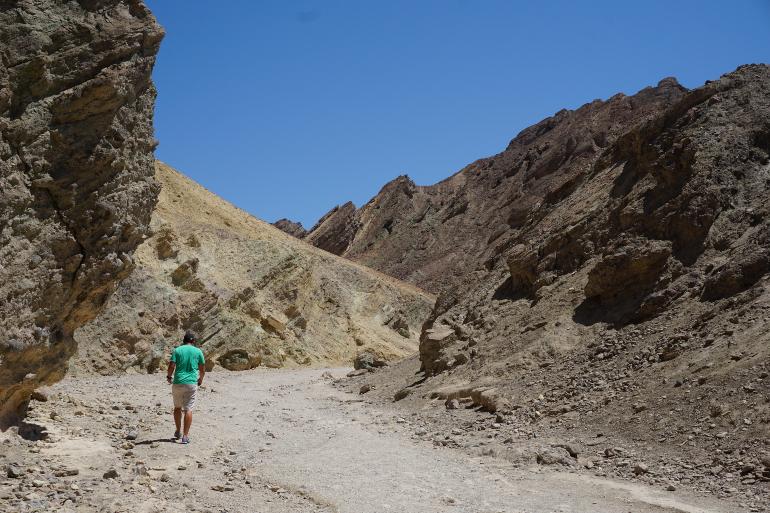 Caminando por Golden Canyon en Death Valley