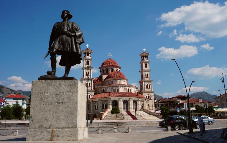 Monumento nacional al Luchador en korçë