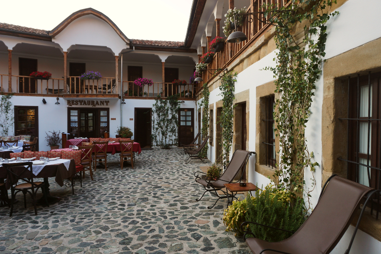 patio del Viejo bazar en korcë
