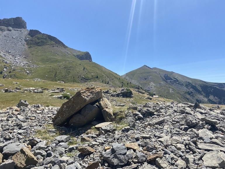 dolmen de izagra en el valle de aísa