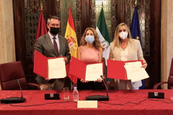 La ministra Sánchez durante la firma del protocolo