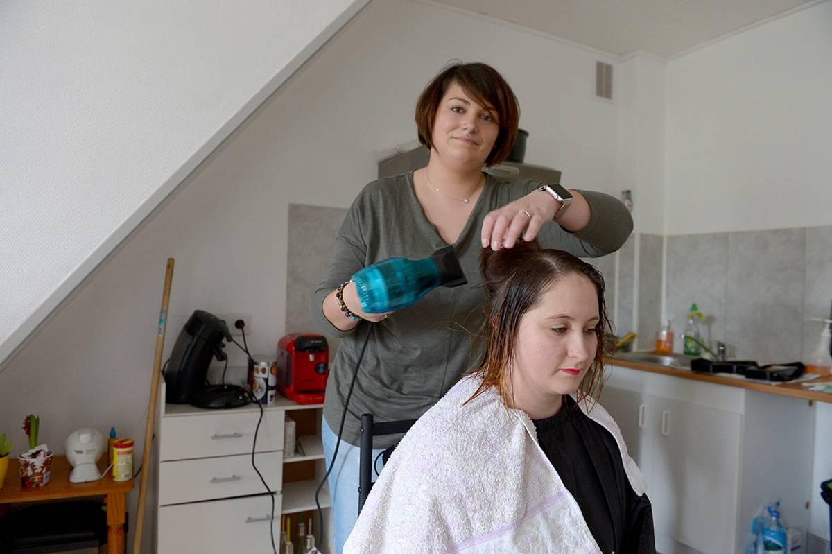 coiffeuse a domicile elle sillonne le