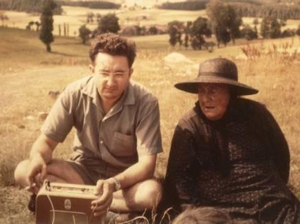 Entre1958 et1962, Jean Dumas a enregistré sur son magnétophone 178 chansons de Virginie Granouillet, la dentellière du village duMans, commune de Roche-en-Régnier.