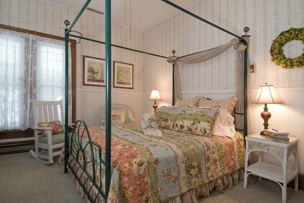 Canopy Bed in Guest Room