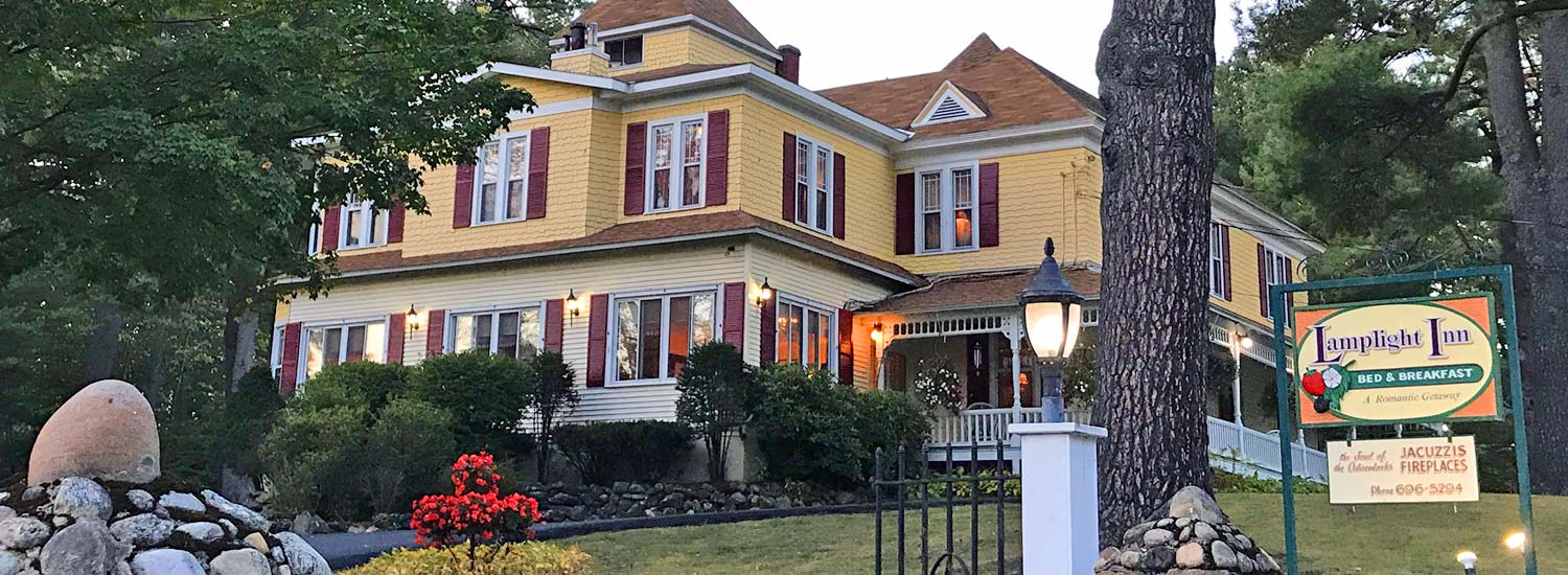 exterior shot of Lamplight Inn Bed & Breakfast in Lake Luzerne