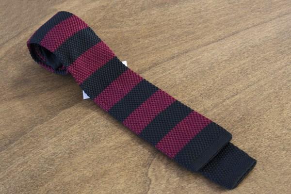 Cravatta in maglina a righe fondo nero/bordeaux mod. 309