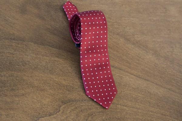 Cravatta a pois fondo rosso mod. 084