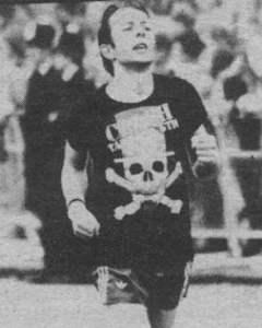 La maratona di Joe Strummer: il cantante dei Clash in tenuta sportiva