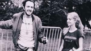 Joe Strummer, dopo la maratona, con la sua ragazza del tempo Gaby Salter
