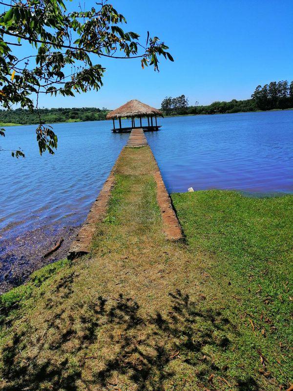 Punta Arena de Hernandarias ofrece playa y cabañas en la costa del Acaray.