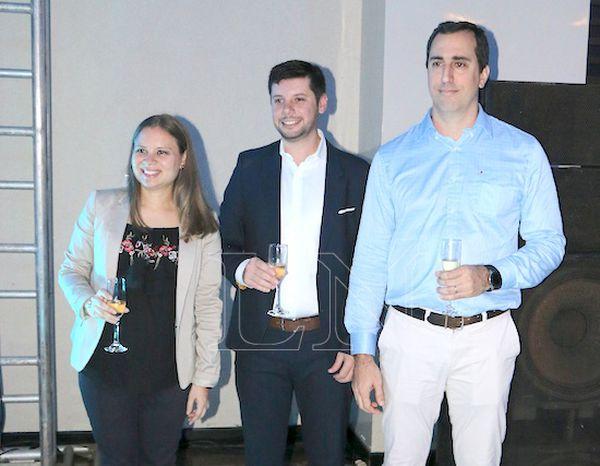 Marian Doldán, Gonzalo Ramos e Iván Stiess, ejecutivos de la marca en Paraguay.FOTO:GUSTAVO GALEANO