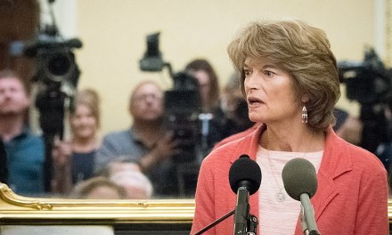 Twitter mocks Trump for declaring war on GOP Senator Lisa Murkowski