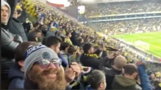 Lugano usa barba postiça para ver jogo do Fenerbahçe