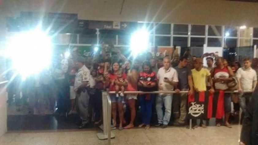 Torcida do Flamengo lotou aeroporto para recepcionar os jogadores (Flamengo)
