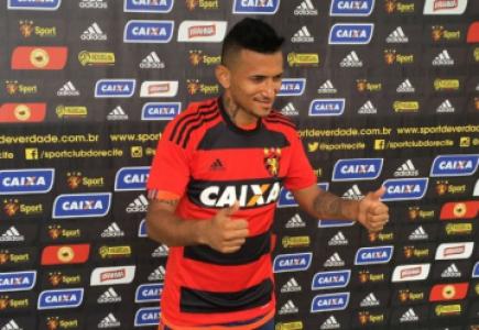 Rogério, atacante do Sport