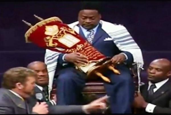 The Jews Weren't Having It! King Eddie Apologizes!
