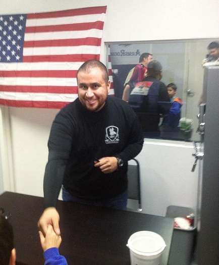 george-zimmerman-smiles-meet-and-greet-supporters-loca