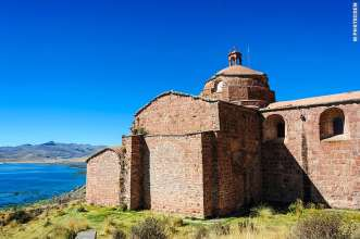 The Dominican Church of Pomata, Lake Titicaca in Peru (©photocoen)