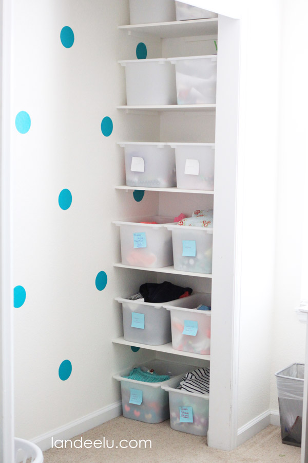 Closet Organization Tips to make it easy for your child to put things away!