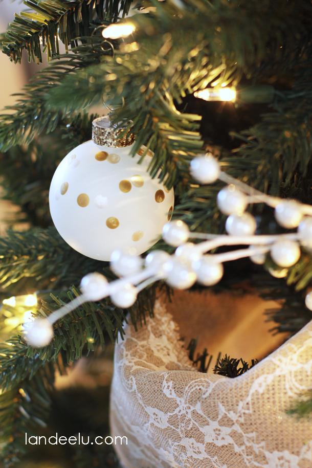 Metallic Neutrals Christmas Tree | landeelu.com
