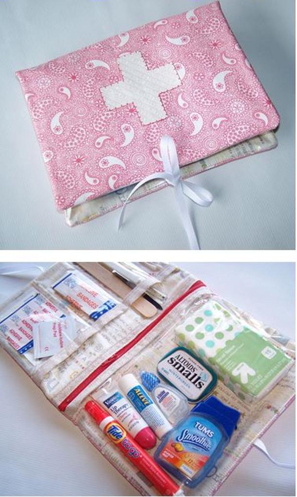 Sew Mama Sew tutorial mini kit with zipper pouches