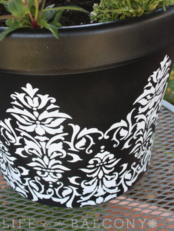 Life on the Balcony stenciled planter pot tutorial roundup for landeelu dot com