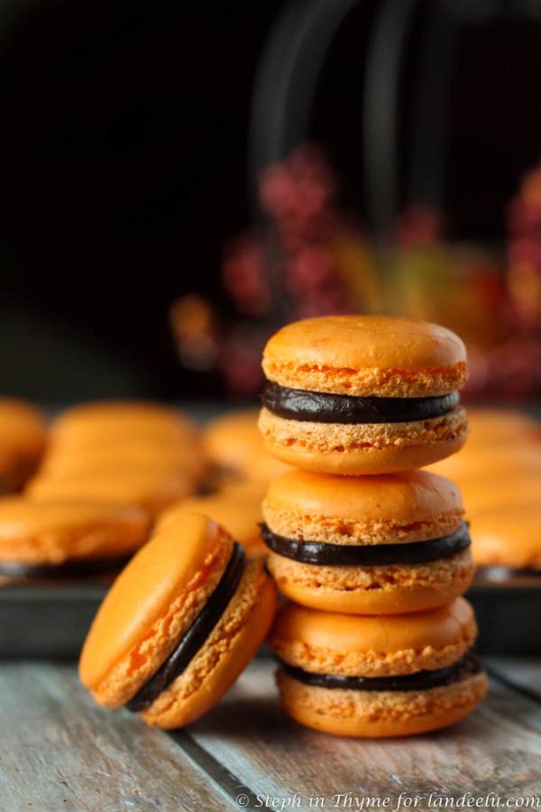 Halloween-Macarons-stack