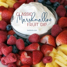 Classic Marshmallow Fruit Dip Recipe | landeelu.com The perfect fruit dip for anything!! #fruitdip #partyrecipes #fruitdiprecipe #classicfruitdip #marshmallowfruitdip