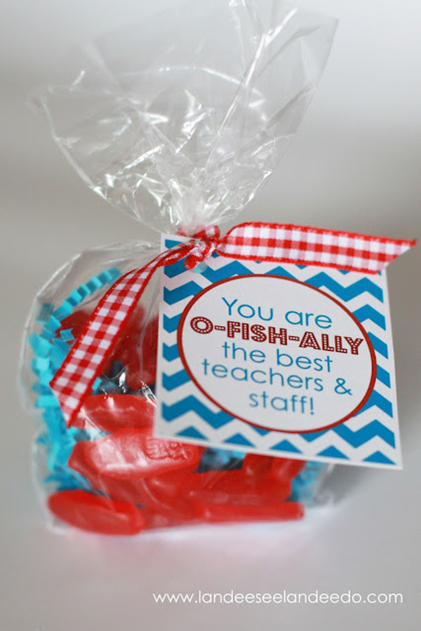 DIY Projects Cute Teacher Appreciation Gift Idea with Swedish Fish - Free Printables | Landeelu Gift Ideas Free Printables
