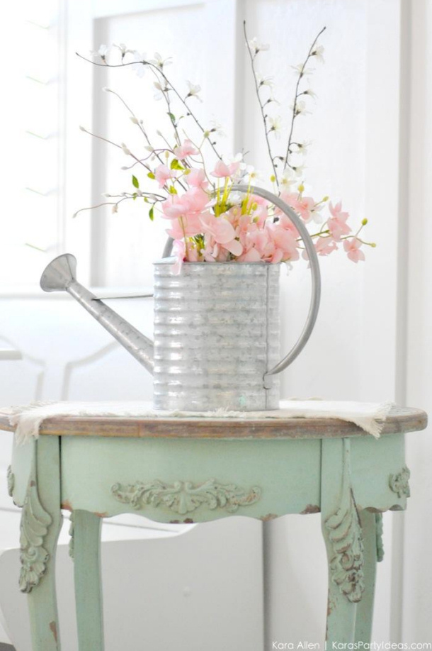 Watering-Can-Floral-Spring-Centerpiece-by-Karas-Party-Ideas-Kara-Allen-michalesmakers-1
