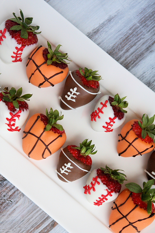 DIY Fathers Day Gift Ideas - Sports Dipped Strawberries Recipe and Tutorial via Recipe Girl